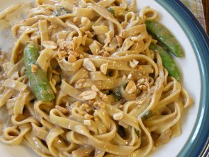 thai_noodles_with_spicy_peanut_basil_sauce